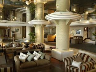 The Peninsula All Suite Hotel Cape Town - Lounge and Foyer