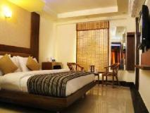 Star Plaza Hotel: guest room