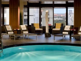 The Peninsula New York Hotel New York (NY) - Glass-enclosed Pool