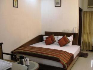 Chanchal Deluxe Hotel