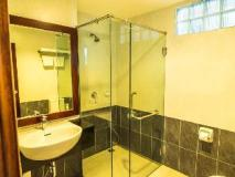 Sabaidee@Lao Hotel: bathroom