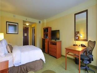 /hilton-garden-inn-montreal-centre-ville/hotel/montreal-qc-ca.html?asq=jGXBHFvRg5Z51Emf%2fbXG4w%3d%3d