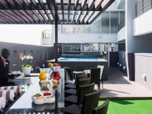 Genesis All-Suite Hotel Johannesburg - Pool Bar Area