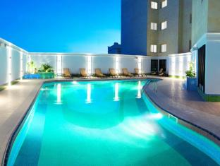 Grand Regal Hotel Doha - Outdoor swimming pool