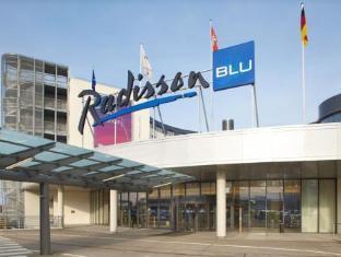 /sl-si/radisson-blu-hotel-hamburg-airport/hotel/hamburg-de.html?asq=vrkGgIUsL%2bbahMd1T3QaFc8vtOD6pz9C2Mlrix6aGww%3d
