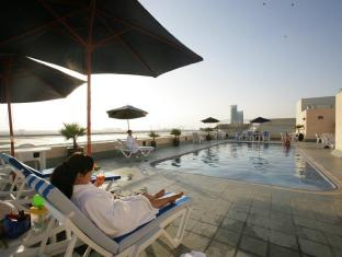 Winchester Hotel Apartments Dubai - Poolside Relaxation
