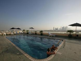 Winchester Hotel Apartments Dubai - Pool deck