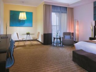 Traders Hotel Abu Dhabi by Shangri-La Abu Dhabi - Guest Room
