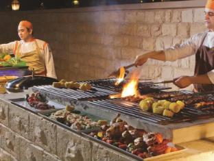 Traders Hotel Abu Dhabi by Shangri-La Abu Dhabi - Food and Beverages