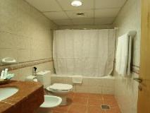 High End 2 Hotel Apartments LLC: bathroom