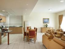 High End 2 Hotel Apartments LLC: interior