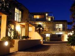 Onetangi Beach Apartments | New Zealand Budget Hotels