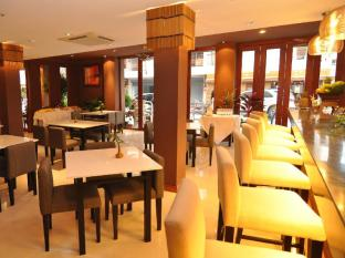ヘミングウェイズ ホテル プーケット - レストラン