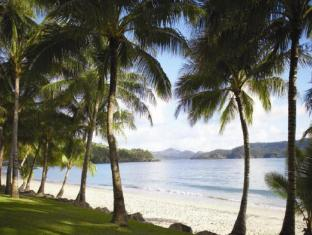 Hamilton Island Reef View Hotel Whitsunday Islands - Catseye Beach on Hamilton Island