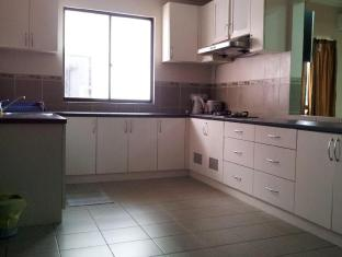 KK-Suites Residence @ Marina Court Resort Condominium Kota Kinabalu - Penthouse Kitchen