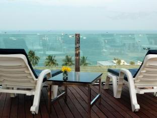 Inn House Pattaya - Piscina