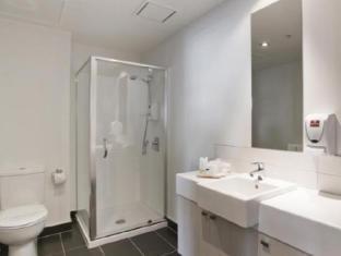 Stadium Waldorf Apartments Auckland - Bathroom