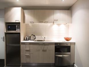 Stadium Waldorf Apartments Auckland - Kitchen