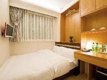 Pop Hotel: guest room