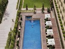 Courtyard by Marriott Mumbai International Airport: swimming pool