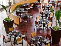 Courtyard by Marriott Mumbai International Airport: restaurant