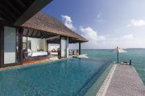 Villa über dem Wasser mit Pool