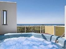 Seachange Coolum Beach Hotel: hot tub