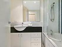 Seachange Coolum Beach Hotel: bathroom