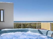 Seachange Coolum Beach Hotel: