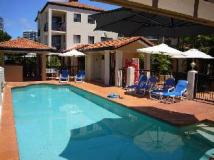 Chevron Palms Holiday Apartments: swimming pool