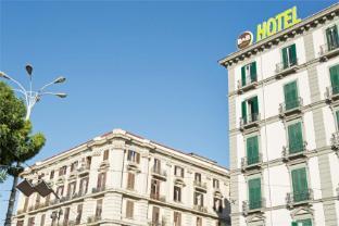 /b-b-hotel-napoli/hotel/naples-it.html?asq=jGXBHFvRg5Z51Emf%2fbXG4w%3d%3d