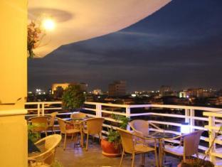 Hang Neak Hotel Phnom Penh - Restaurant on the 8 Floors