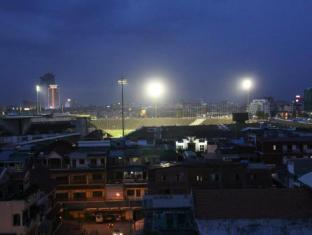 Hang Neak Hotel Phnom Penh - Olympic stadium at night