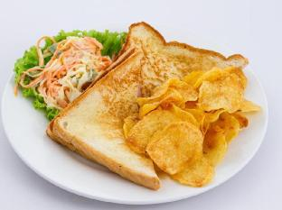 Hang Neak Hotel Phnom Penh - Toast with chip