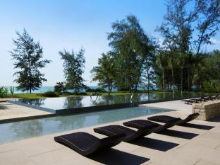Renaissance Phuket Resort & Spa A Marriott Luxury & Lifestyle Hotel Phuket - Outdoor Pool with Andaman Sea View