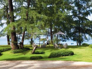 Renaissance Phuket Resort & Spa A Marriott Luxury & Lifestyle Hotel Phuket - Beach Lawn
