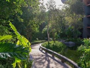 Renaissance Phuket Resort & Spa A Marriott Luxury & Lifestyle Hotel Phuket - Lagoon Walkway