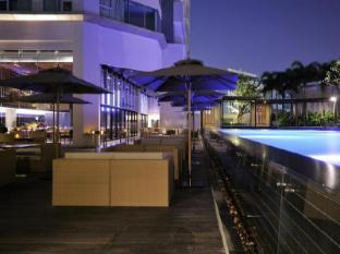 Anantara Sathorn Bangkok Hotel Bangkok - Pool Deck Dining