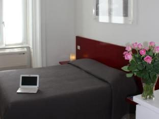 /es-es/b-b-enjoy/hotel/rome-it.html?asq=m%2fbyhfkMbKpCH%2fFCE136qXFYUl1%2bFvWvoI2LmGaTzZGrAY6gHyc9kac01OmglLZ7