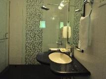 Le Seasons Beach Resort: bathroom