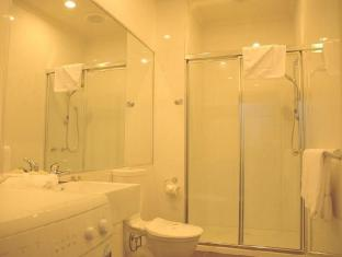 The Buckingham Serviced Apartment Melbourne - Bathroom