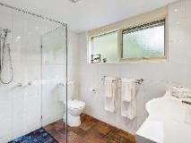 Bungunyah Apartments: bathroom