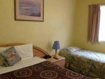 City East Motel: guest room