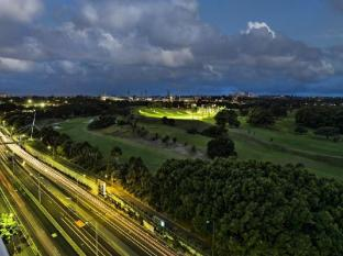 Meriton Serviced Apartments Waterloo Sydney - North East View