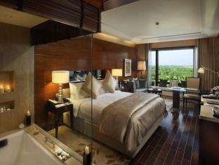 The Leela Ambience Gurgaon Hotel & Residences New Delhi and NCR - Deluxe Room