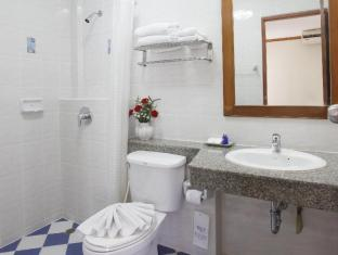 Palmyra Patong Resort Phuket - Family Villa - Bathroom in Second Bedroom
