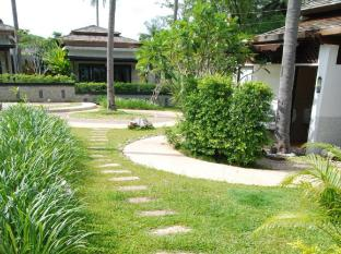 Niramaya Villa & Wellness Resort Phuket - Alrededores