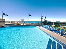 Surfers International Apartments Resort: swimming pool