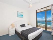 Surfers International Apartments Resort: guest room