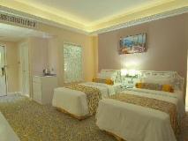 Metropole Hotel: guest room